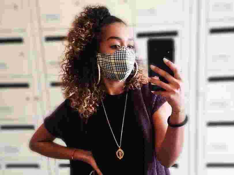 Le masque en passe de devenir un accessoire de mode dans les mains des créateurs