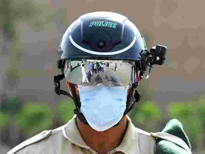La police utilise ces casques pour détecter les passants qui ont de la fièvre en Chine, en Italie et à Dubaï