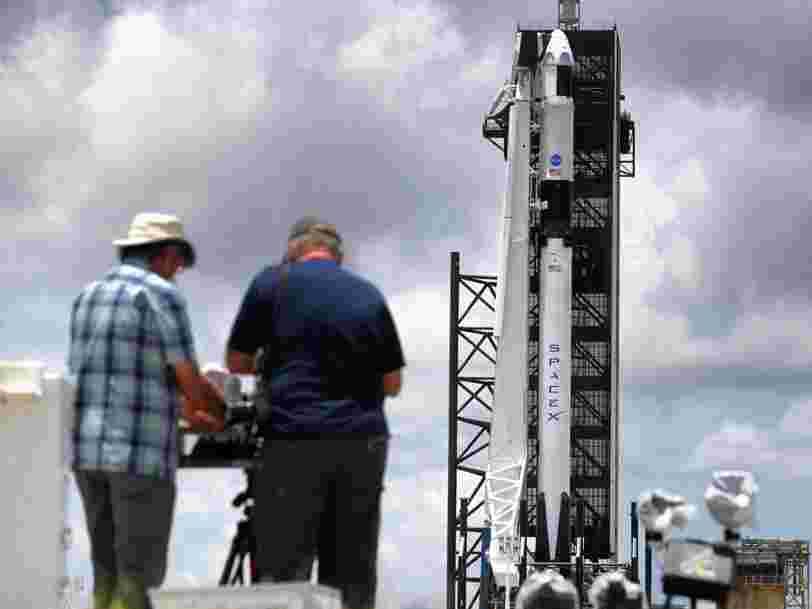 SpaceX a lancé avec succès sa mission historique pour emmener 2 astronautes de la NASA sur l'ISS
