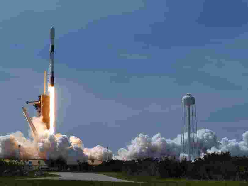 SpaceX a lancé 60 satellites Starlink dont un avec un pare-soleil déployable