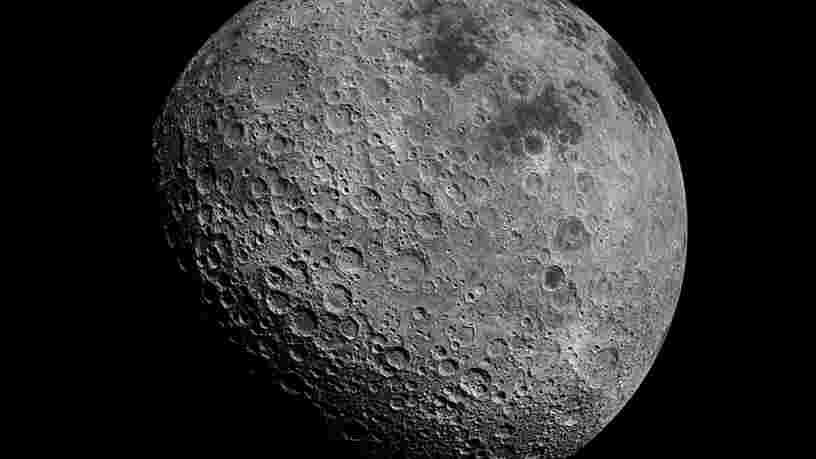 La Lune serait plus riche en métaux qu'on ne le pensait et ça pourrait changer nos hypothèses sur sa formation