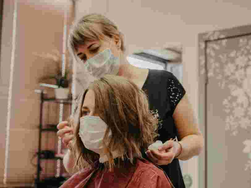 Le 'traumatisme' du Covid-19 fait perdre leurs cheveux à certains patients guéris