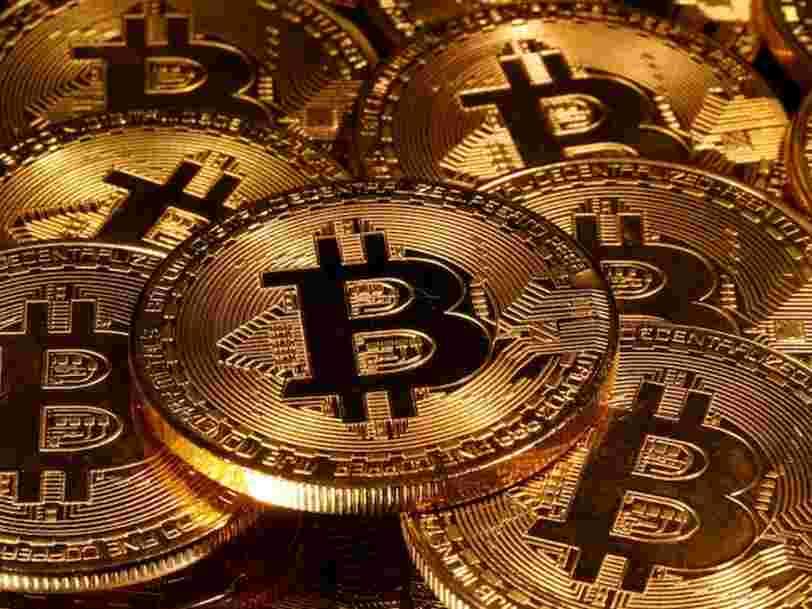 Pendant la pandémie, les jeunes investisseurs se sont jetés sur le bitcoin et les plus âgés sur l'or