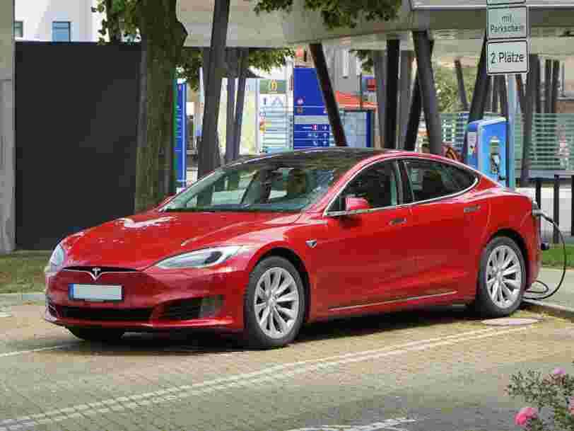 Tesla va rendre son action plus accessible aux particuliers après l'envolée de son cours en Bourse