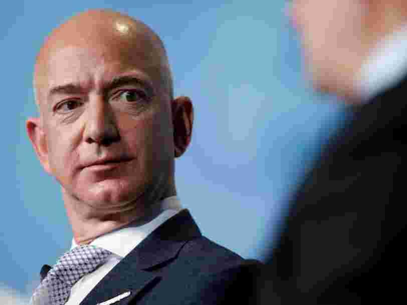 Des manifestants ont installé une guillotine devant chez Jeff Bezos après que sa fortune a dépassé les 200 Mds$