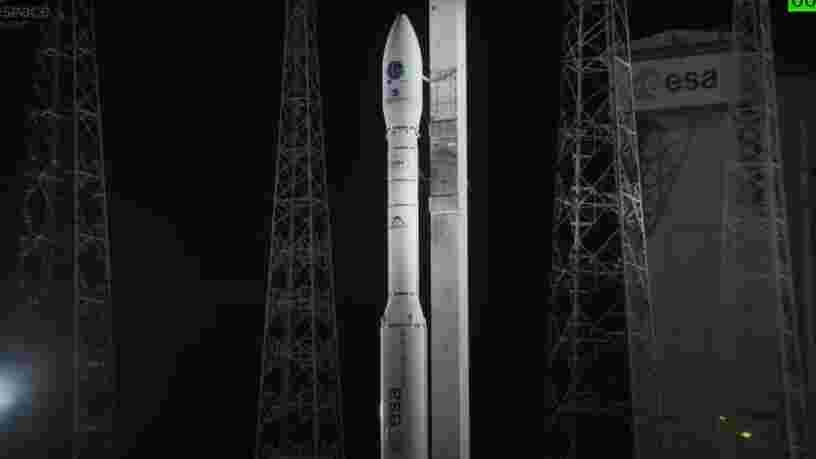 La fusée Vega d'Arianespace a placé en orbite une cinquantaine de satellites