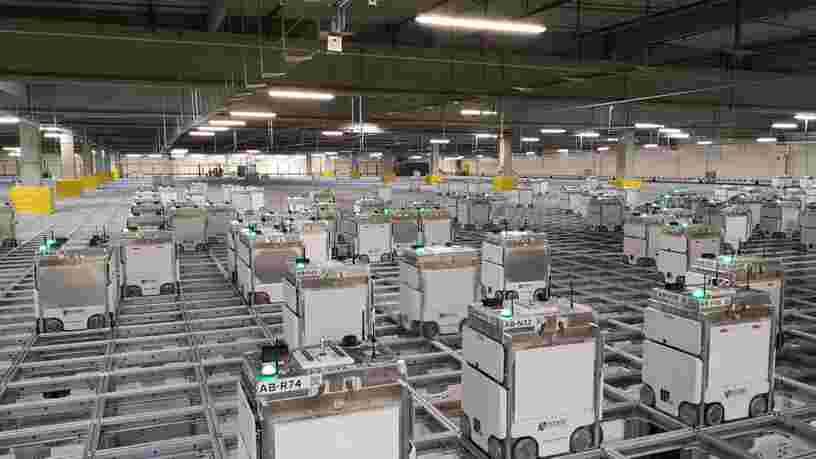 On a visité l'entrepôt Monoprix qui permet de préparer une livraison en 6 minutes grâce à des robots