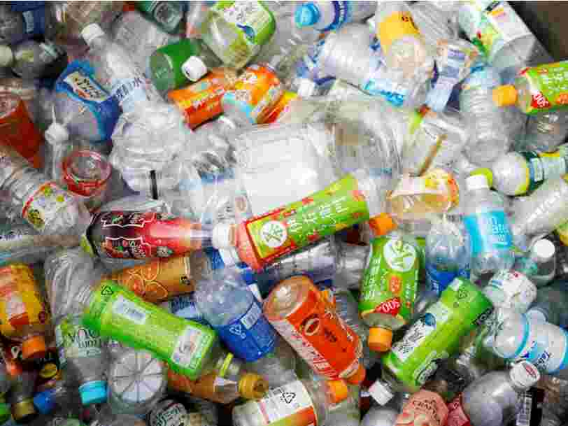 Des scientifiques ont créé des 'super-enzymes' mangeuses de plastique pour améliorer le recyclage