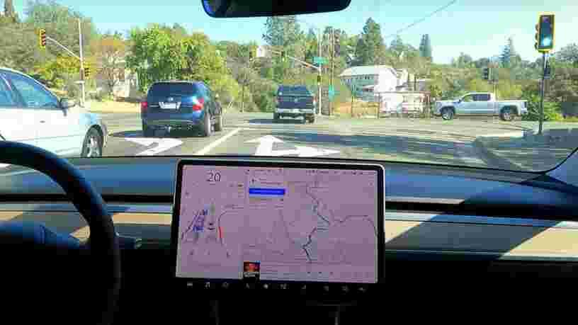 Le nouveau pilote automatique de Tesla serait loin d'être autonome, à voir les vidéos des utilisateurs