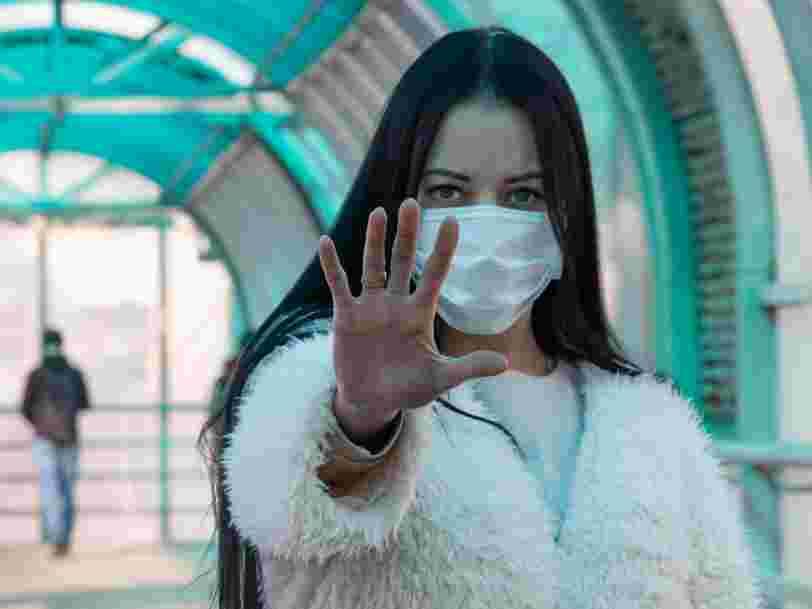 Covid-19 : même une brève rencontre avec une personne infectée pourrait vous contaminer