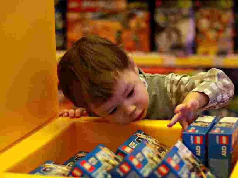 Les Français se ruent dans les magasins de jouets juste avant le confinement pour préparer Noël