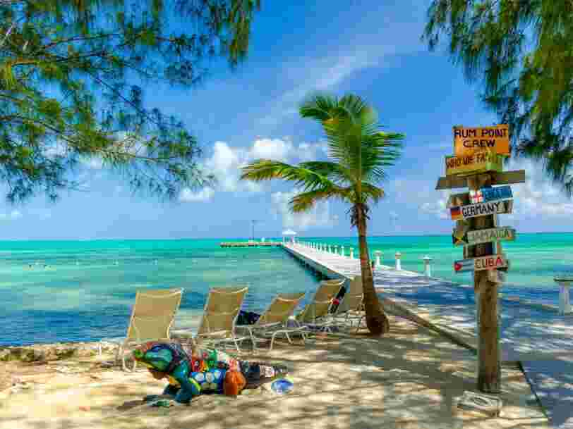 Vous pouvez télétravailler depuis les îles Caïmans... si vous gagnez plus de 100 000 $ par an