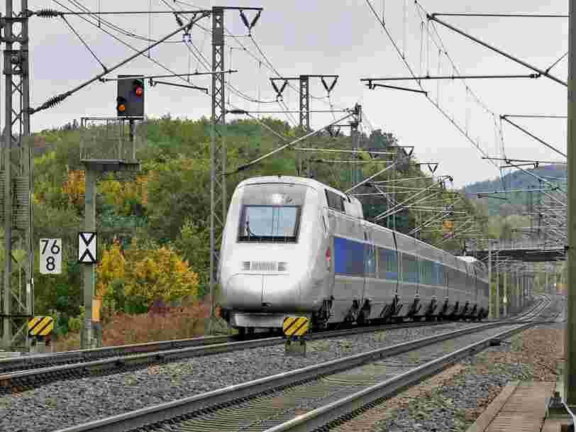 Les Français pourront bien prendre le train ou l'avion pour voyager à partir du 15 décembre