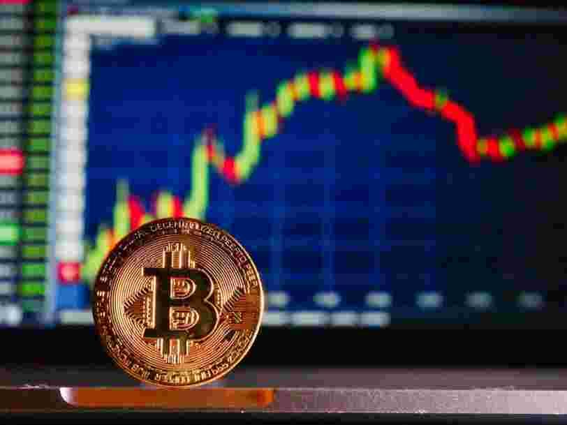 Le bitcoin atteint un nouveau record mais pourrait subir une correction