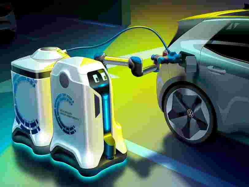 Volkswagen dévoile un robot qui se déplace pour recharger les voitures électriques, voici comment il fonctionne