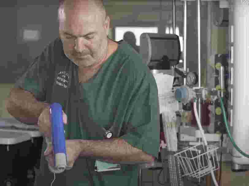Ce pistolet médical tisse une toile protectrice, sans contact, pour couvrir les brûlures
