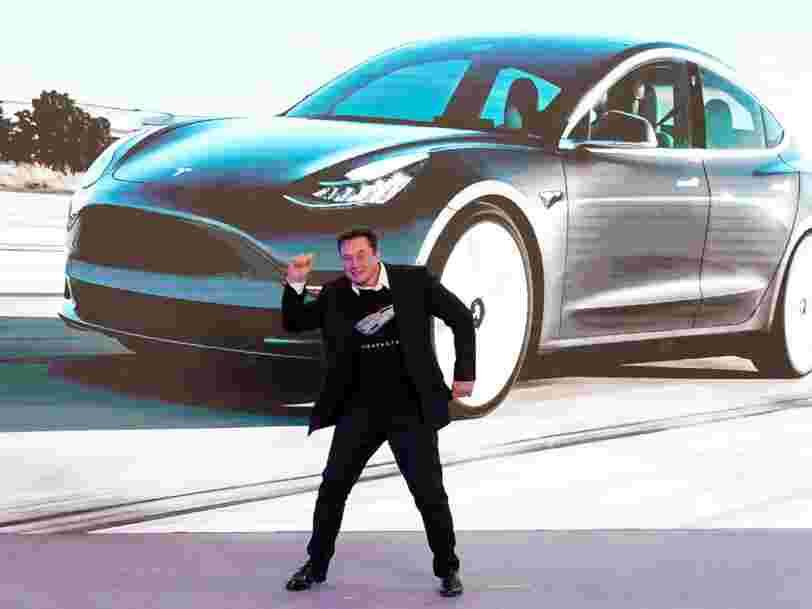 Dans cette vidéo, une Tesla Model 3 fait un voyage de 576 km à travers la Californie presque sans intervention humaine