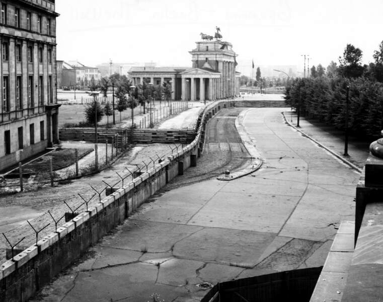 1962 : le mur de Berlin près de la porte de Brandebourg