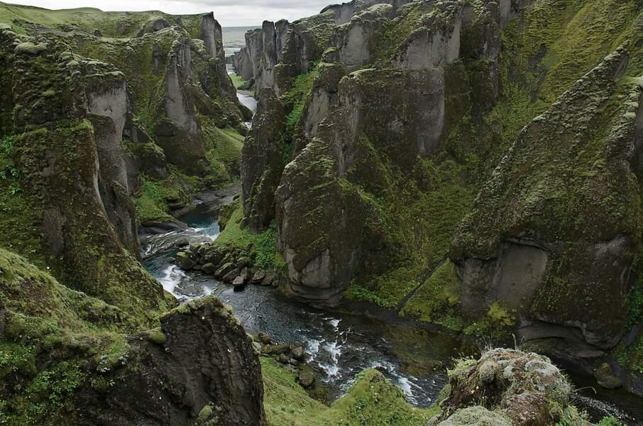 Fjadrargljufur : un torrent de pierres