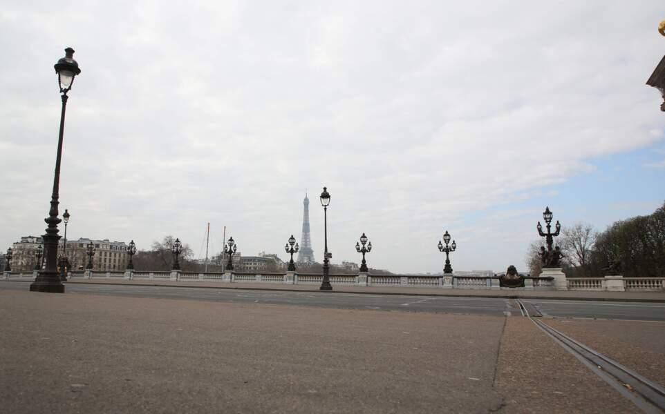 Pas un chat à l'horizon sur le pont des Invalides