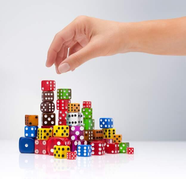 Aujourd'hui, les dés sont utilisés comme instrument dans beaucoup de jeux de société