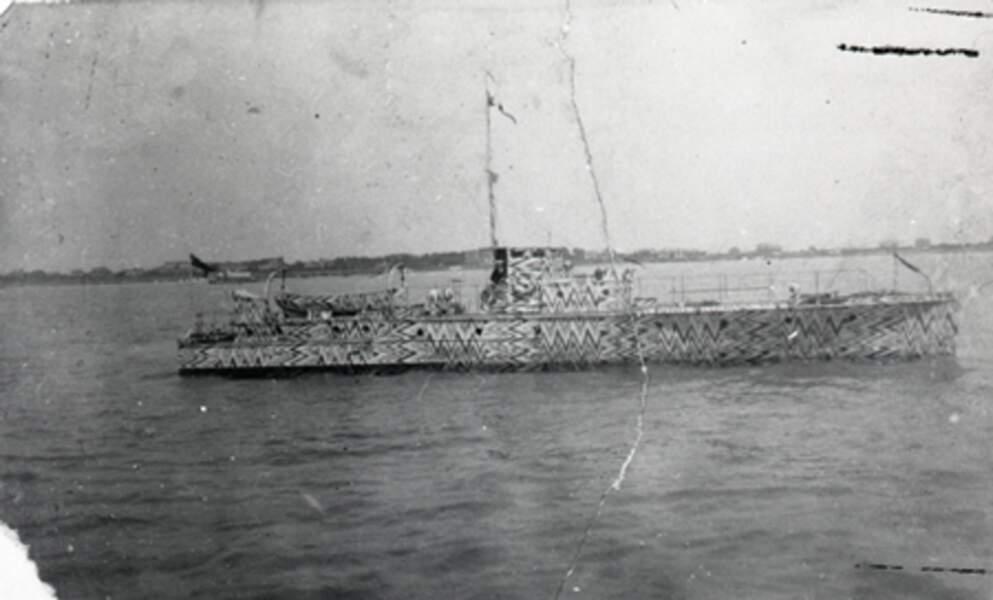 Des bateaux qui donnent le mal de mer aux artilleurs