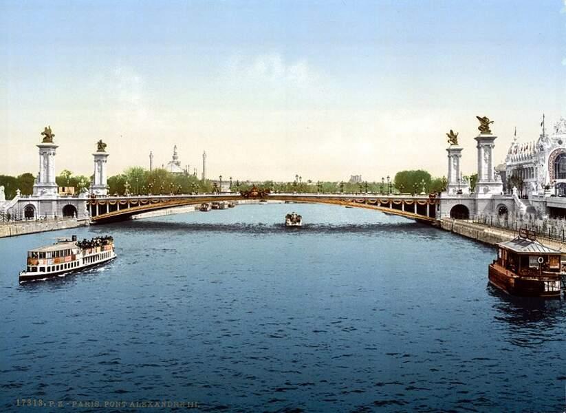 Le Pont Alexandre-III inauguré pour l'Exposition universelle de 1900.