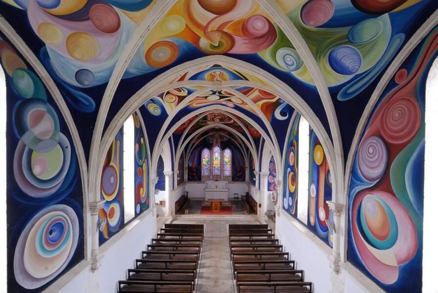 Église Notre-Dame du Menoux dont les murs sont recouverts d'une fresque de Carrasco, Indre