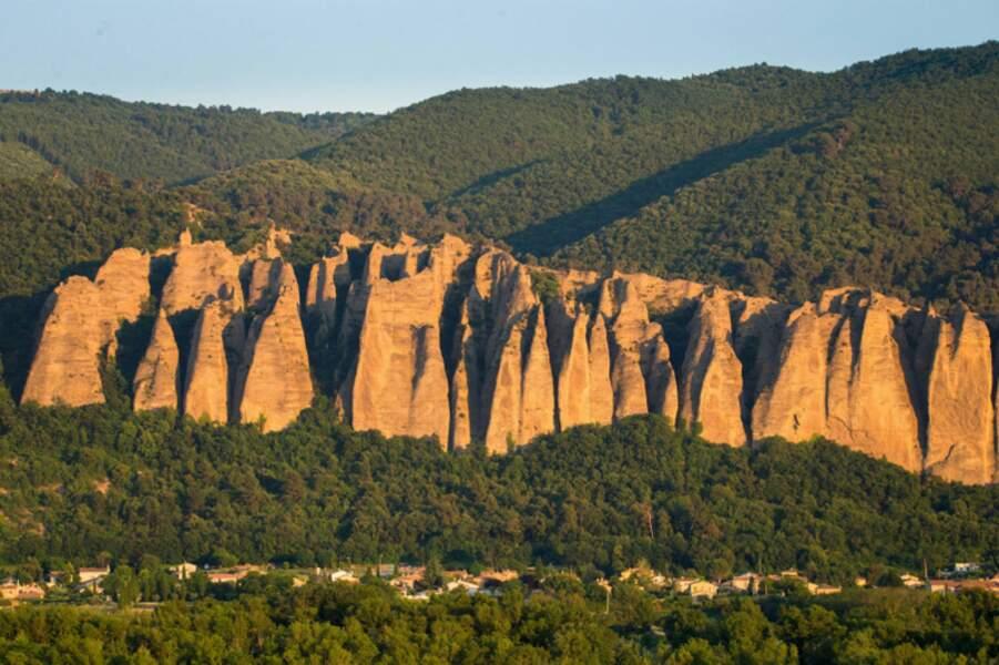 Les Pénitents ou Rochers des Mées, Sisteron, Alpes-de-Haute-Provence