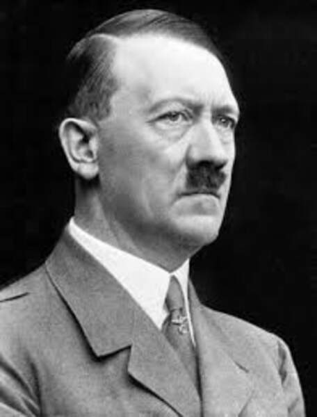12. Il écrit à son « cher ami » Hitler dans l'espoir de stopper la guerre