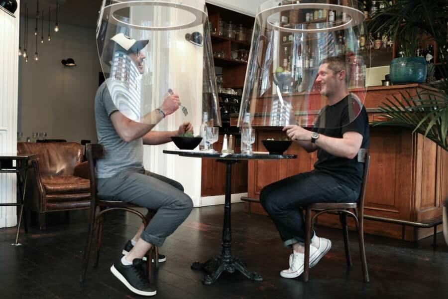 Au restaurant HAND, à Paris, Christophe Gernigon a installé de drôles de cloches.