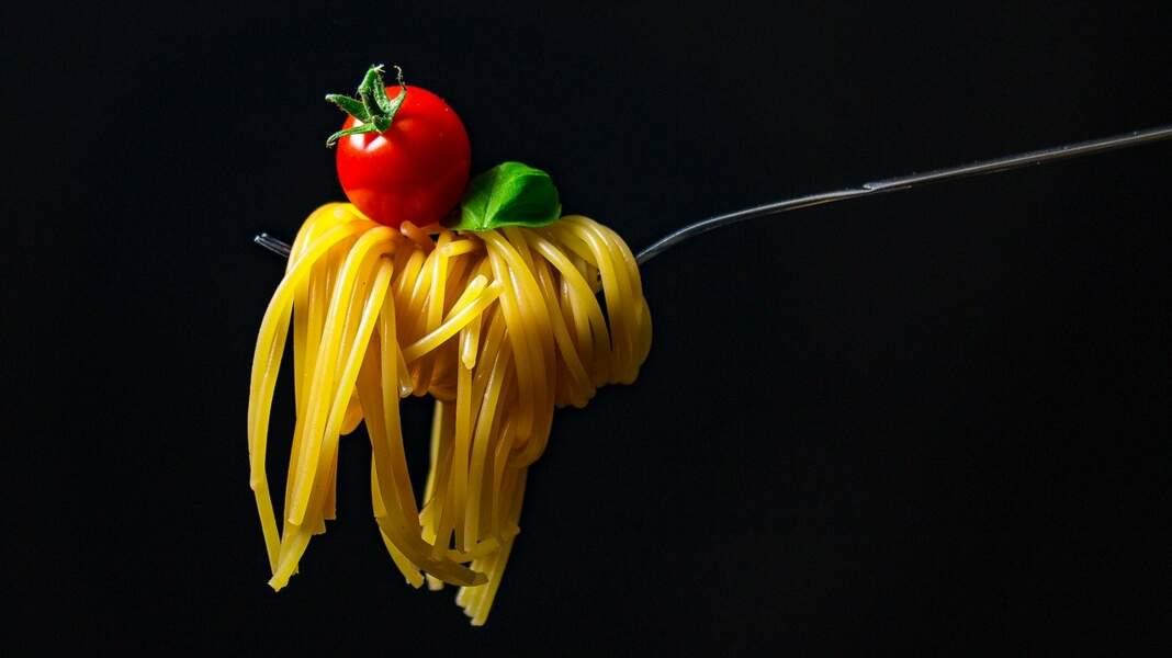 Peut-on manger les spaghettis avec sa cuillère ?