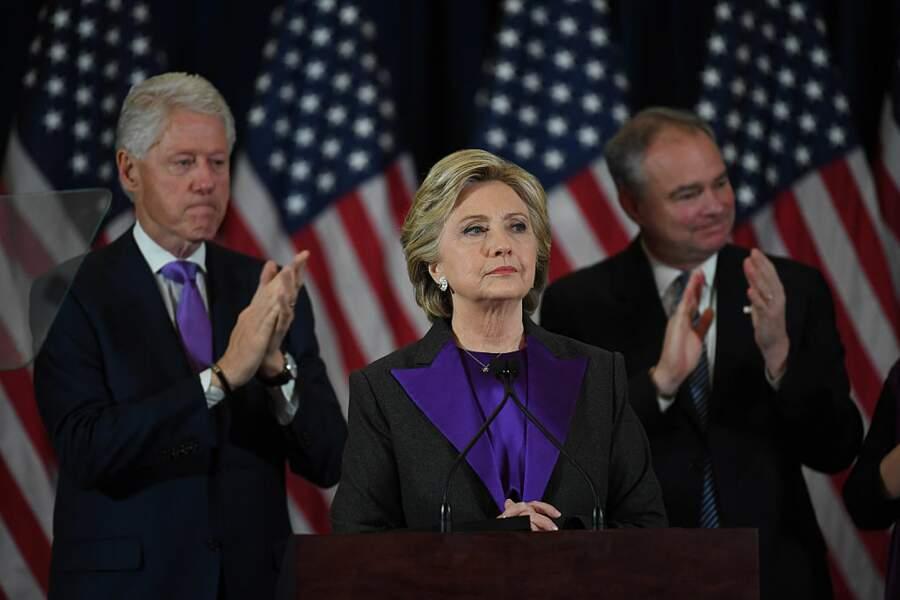 Hillary Clinton face à la résurgence de l'affaire des e-mails.
