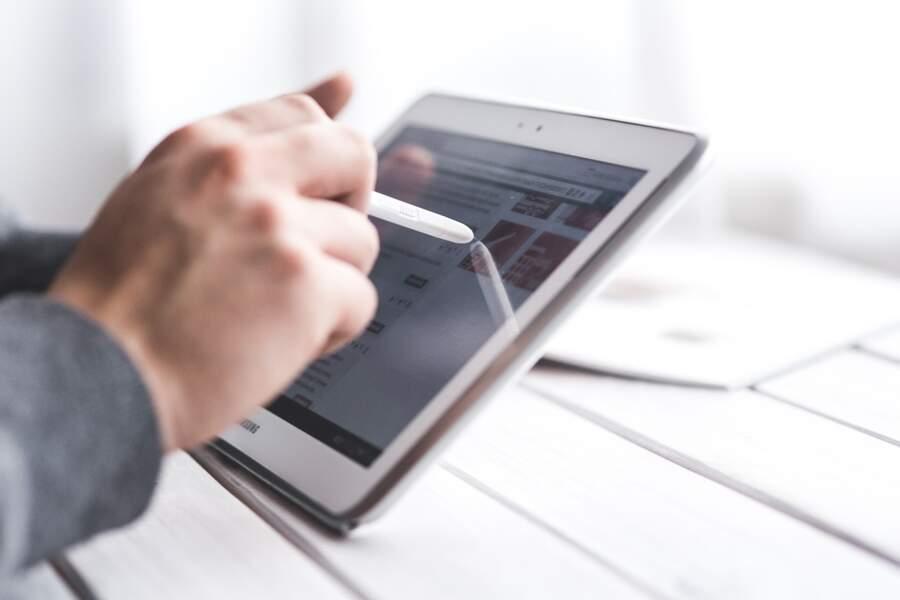 Développer une application pour signer les colis sans avoir à utiliser le stylo électronique du coursier
