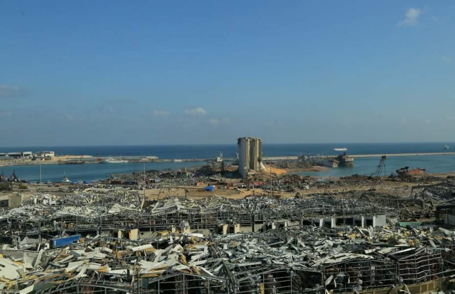 Une forte explosion détruit le port de Beyrouth