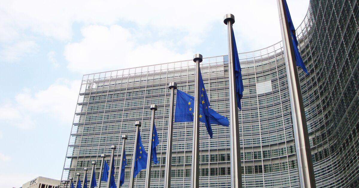 """La Commission européenne publie la liste des 10 traitements """"les plus prometteurs"""" contre le Covid-19"""