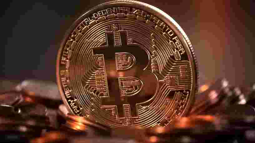 La valeur du bitcoin dépasse 18 000 dollars, portant sa capitalisation boursière à un niveau record