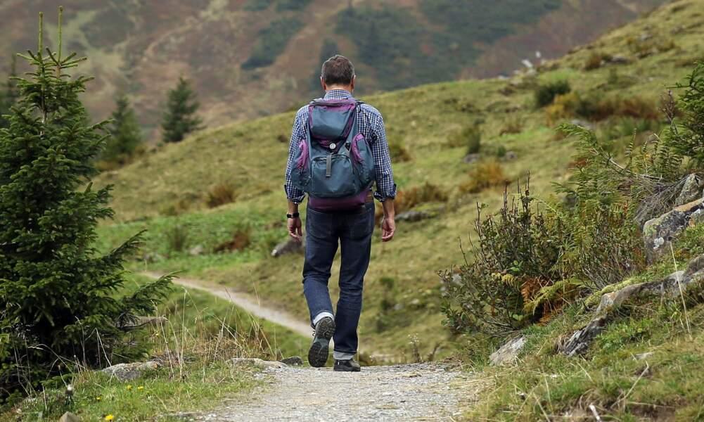 14. Marcher en silence au cœur du Massif central pour mieux se connecter à la nature