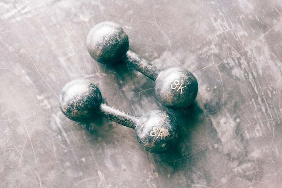 Lors de la première semaine de confinement, les ventes d'articles de fitness ont explosé avec une hausse de 175%