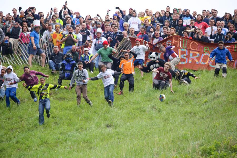 Le cheese-rolling