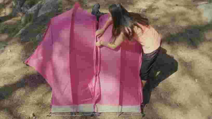 VIDEO: Cette tente vous empêchera d'avoir peur de camper seul(e) la nuit — voici pourquoi