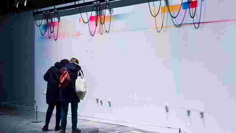 VIDEO: Cette fresque géante est réalisée par des robots qui simulent l'esprit d'un peintre abstrait