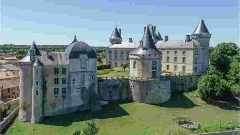 Ce château charentais du XIe siècle est à vendre pour la première fois depuis mille ans