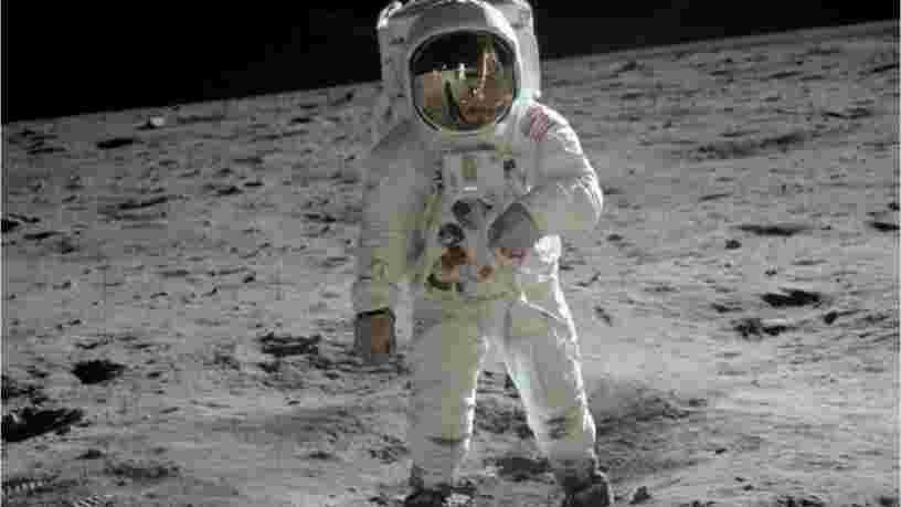 Une IA a nettement amélioré les images des missions Apollo sur la Lune