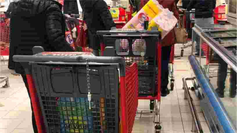 Une affluence supérieure à la normale en supermarchés alors que les Français craignent un reconfinement