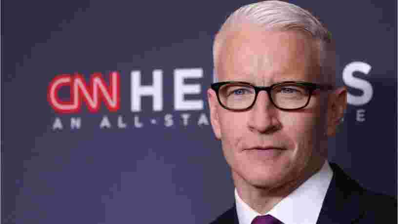 """Le journaliste de CNN Anderson Cooper compare Trump à """"une tortue obèse sur le dos"""""""