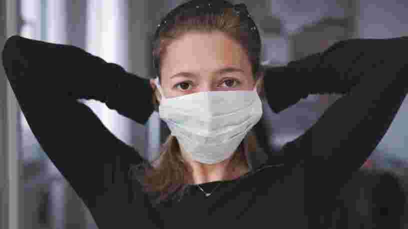 Une médecin a testé son taux d'oxygène pour prouver qu'il n'est pas plus difficile de respirer avec un masque