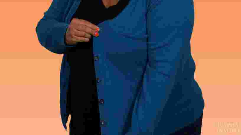 Les boutons de vêtements n'apparaissent pas du même côté pour les femmes que pour les hommes —voici pourquoi
