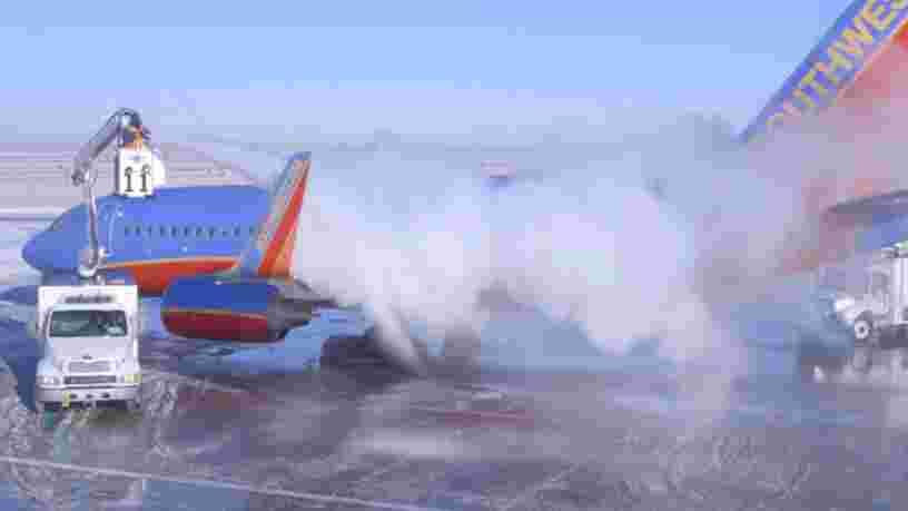 VIDEO: Voici pourquoi les avions sont dégivrés quand il fait froid
