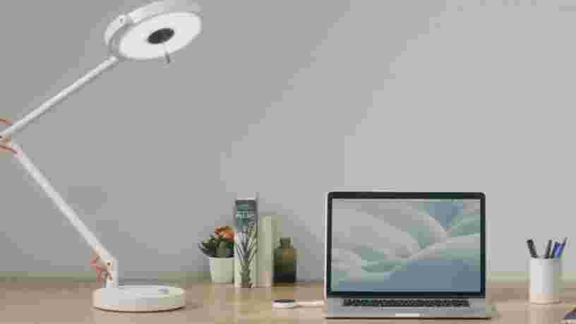 VIDEO: Cette lampe fabriquée par une start-up française et primée au CES vous permet de vous connecter à internet par la lumière